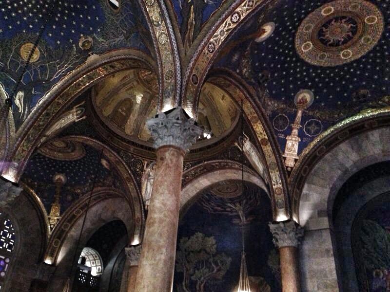 I mosaici della volta della Chiesa di tutte le Nazioni