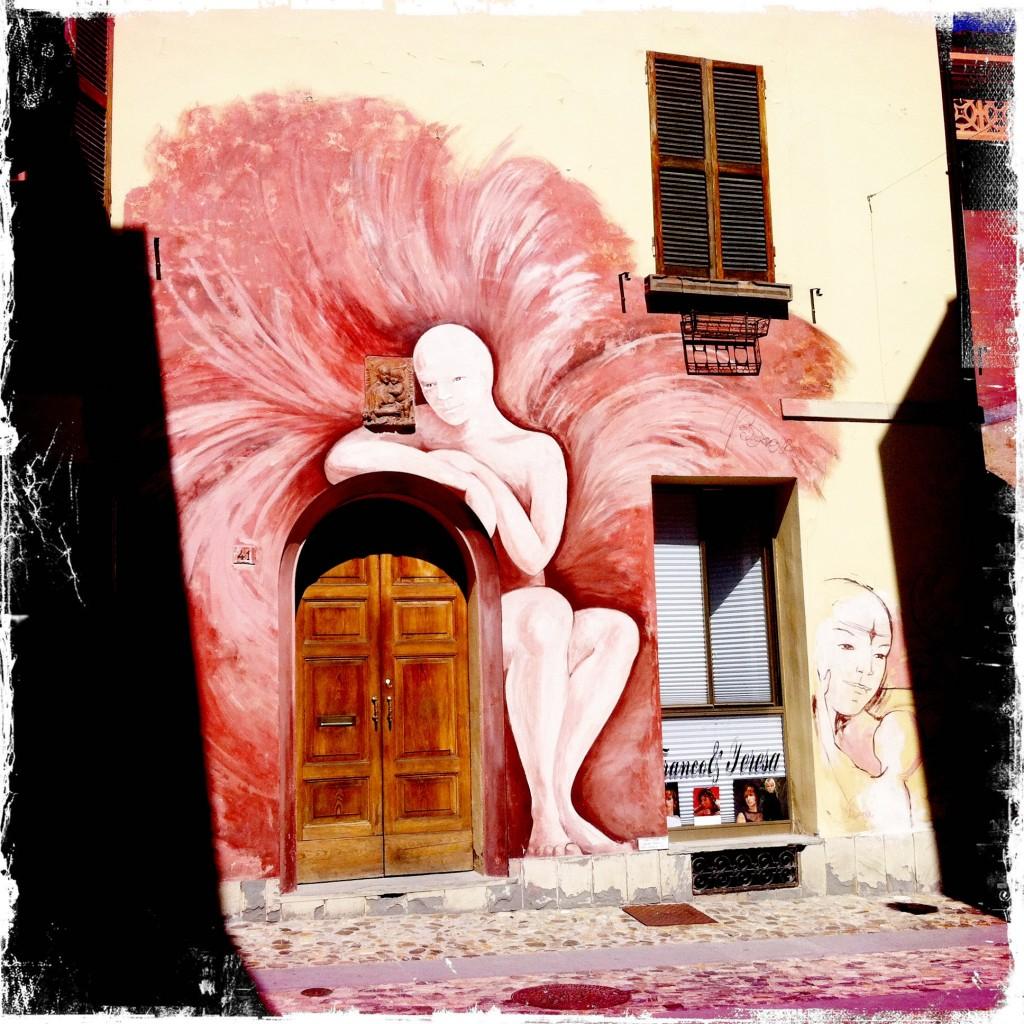 L'angelo di Dozza, un murale di Giuliana Bonazza. Foto WikiMedia Commons.